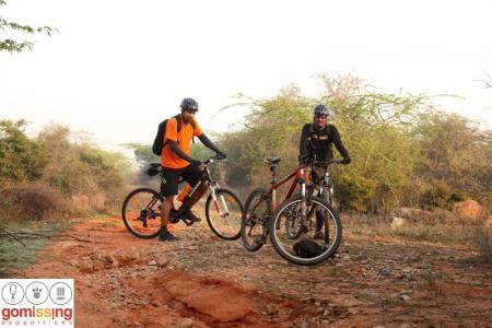 cycling to bhardwaj lake