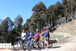 Downhill cycling from Jalori Pass