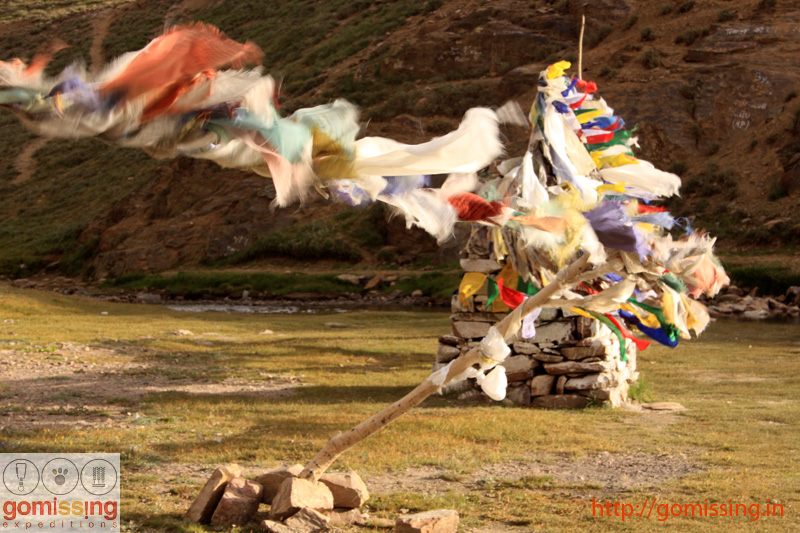 Prayer flags at Chandrataal
