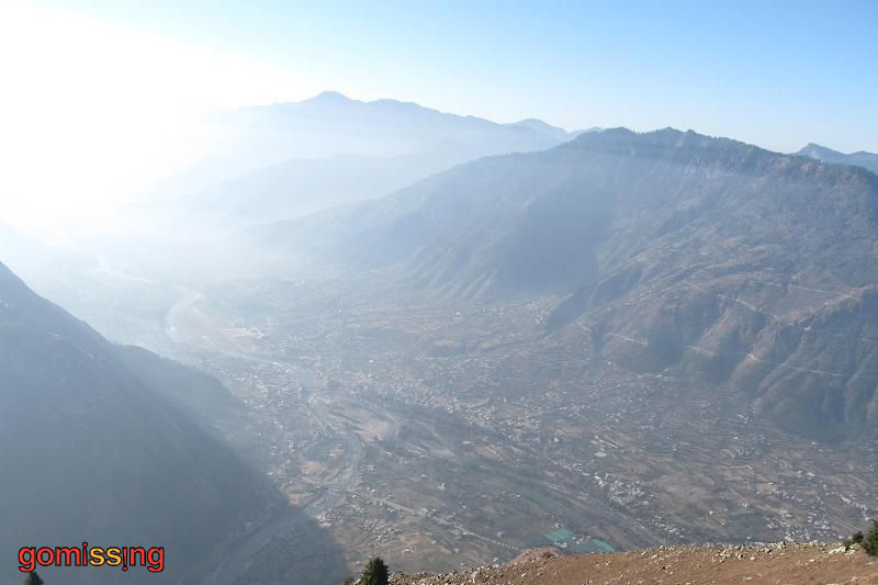 Kullu valley seen from Bijli-mahadev