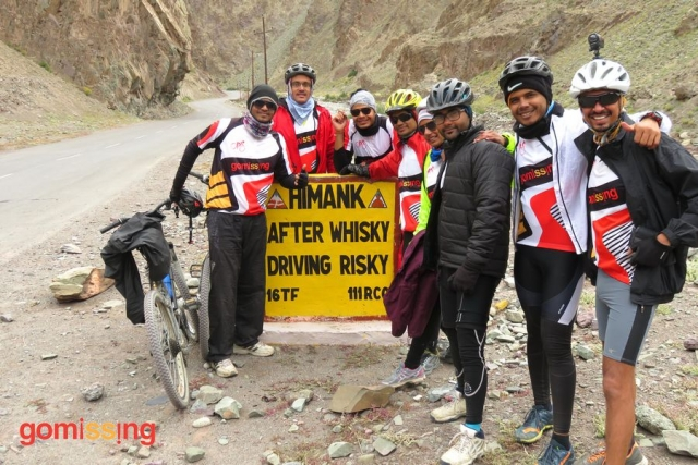 Manali Leh cycling - Rumptse to Leh