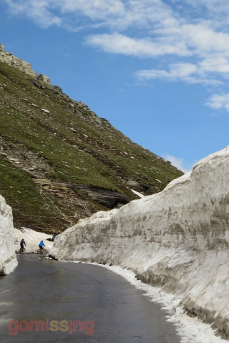 Cycling to Rohtang