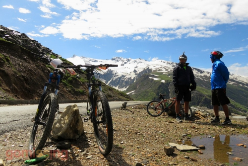 Cycling from Marhi to Keylong - riding to Rohtang