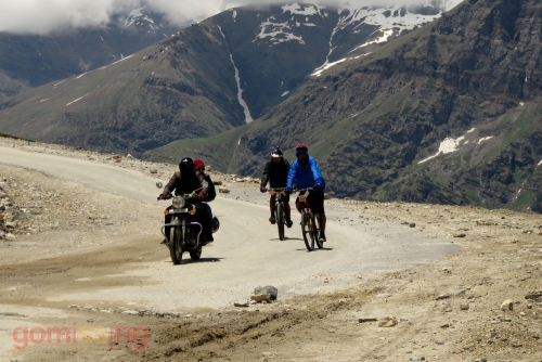 Cycling from Rohtang to Gramphoo downhill - We are way cooler