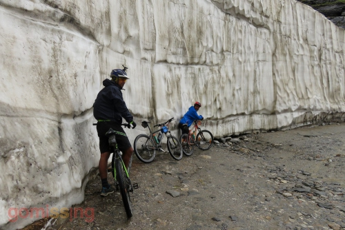 Snow wall before Rohtang