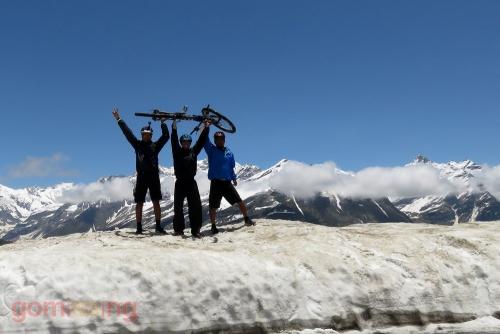 At the Rohtang pass - Manali LEH MTB expedition
