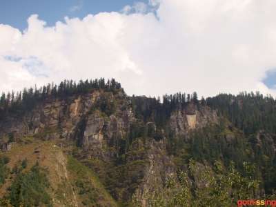 craggy mountian scape on way to solang nallah
