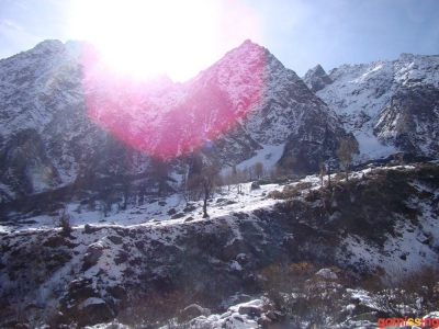 sun halo snow mountain near beas kund