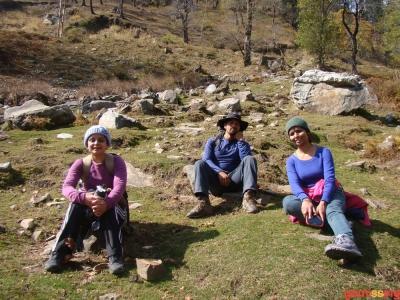 taking a break on the beas trek