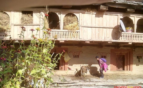 wood house on way to solang