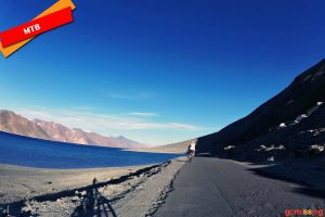 Ladakh mountain biking - Pangong tso ride