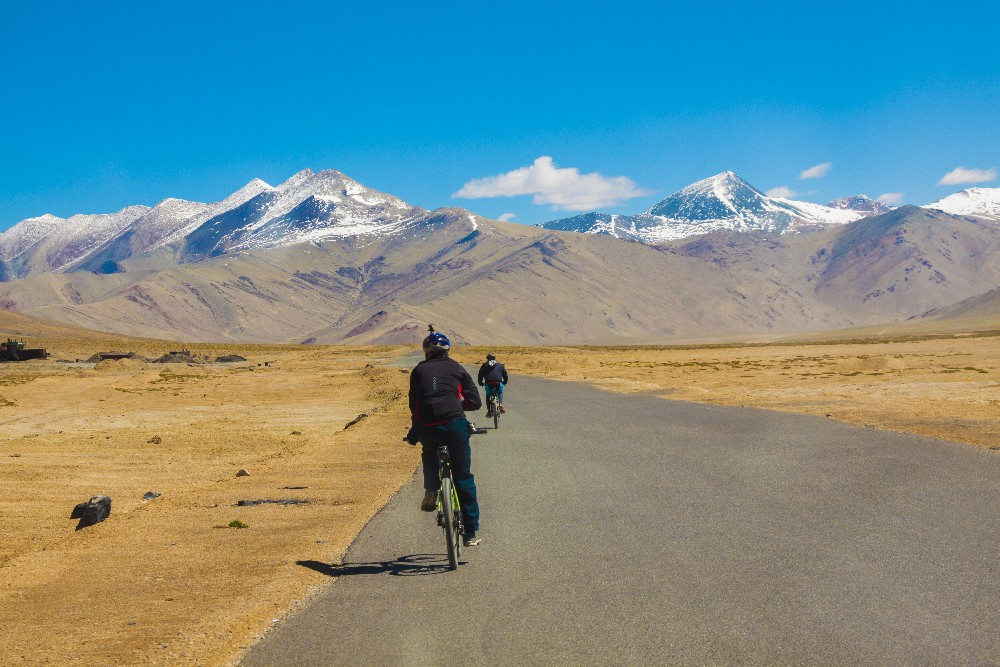 Why You Should Cycle from Manali to Leh Once In Your Life